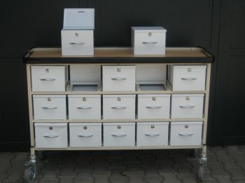 MAQUET mobile drawer cabinet, with 2 x 15 lockable metal containers